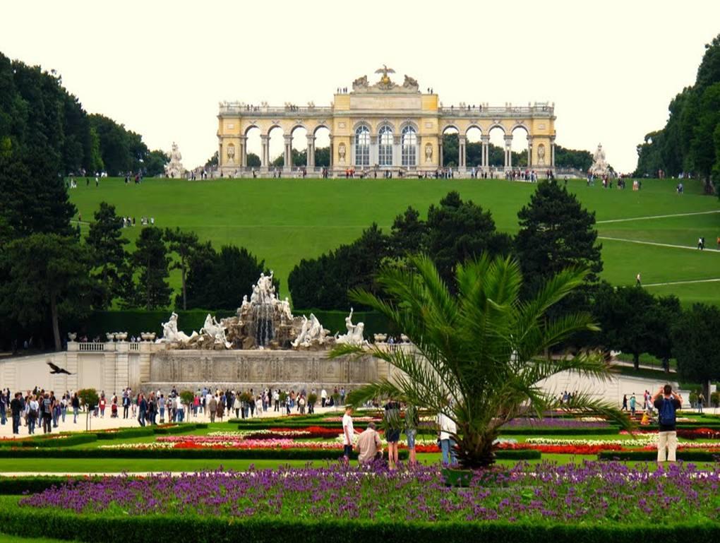 escorted tours vienna luxury