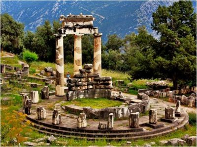 Escorted tours Greece - Delphi archaeological tour